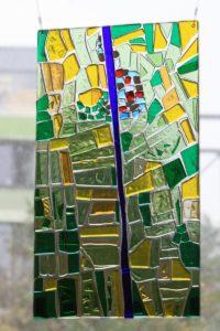grün-gelb-blau in Glas - Relief-Fusingarbeit aus Artista-Farbglas - mehrschichtig - 39 x 69 cm